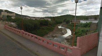 Ponte dá acesso a um principal local de comércio de Santa Cruz do Capibaribe