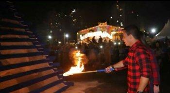 Prefeito e primeira-dama acendiam a fogueira
