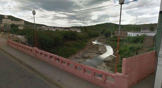 Ponte interditada atrapalha comércio em Santa Cruz do Capibaribe