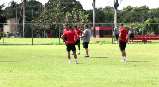 Punição na CNRD limita opções para Guto Ferreira montar titulares do Sport