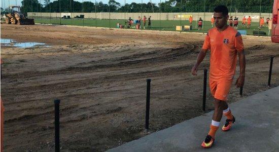 Santa Cruz x Ferroviário: Meia Jaílson espera regularização para jogar