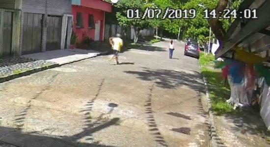 Mulher é assaltada no bairro da Macaxeira; veja vídeo