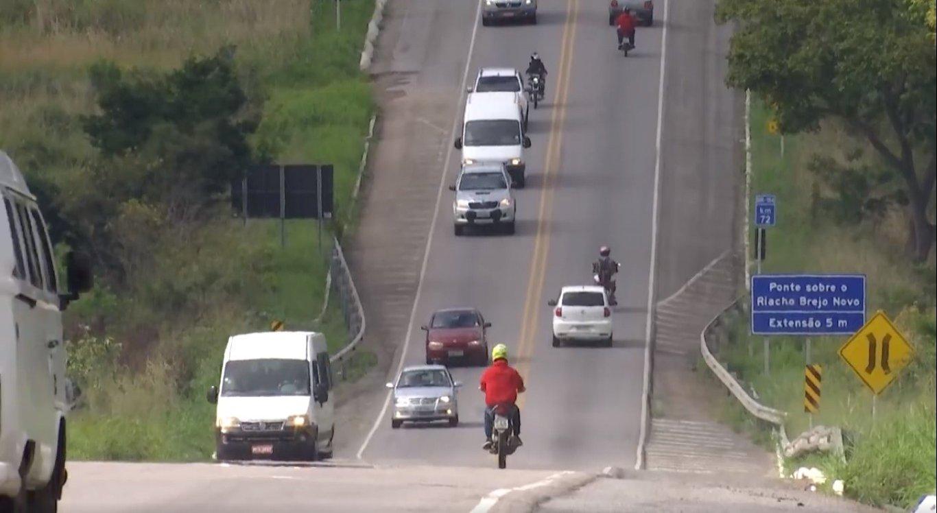 De acordo com a PRF, o trecho mais crítico fica na BR entre os municípios de Caruaru e Agrestina.