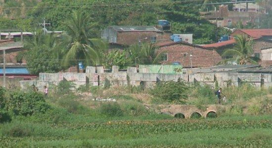Assinada ordem de serviço para retomar obras no Canal do Fragoso