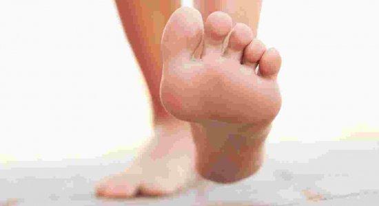 Mais de 70% da população mundial apresenta algum problema ou dor nos pés