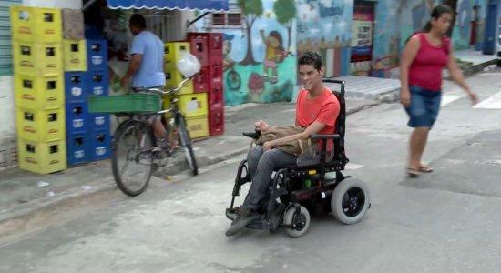Jovem faz campanha e consegue consertar cadeira motorizada
