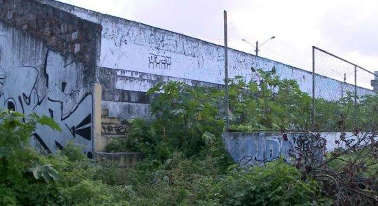 Moradores denunciam o abandono do Estádio Olindão