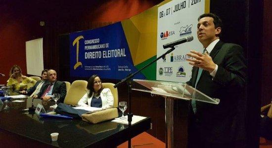 Paulo Câmara escolhe Carlos Neves para vaga no TCE