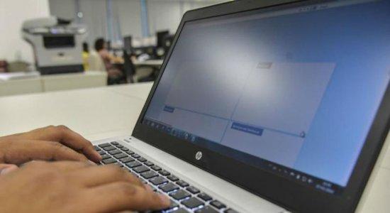 Computadores defasados e ausência de internet estão entre os problemas