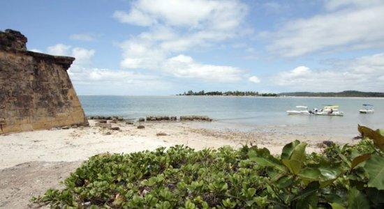 Turistas sofrem tentativa de estupro e são agredidas na praia do Forte Orange