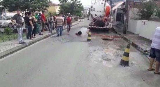Compesa: Trabalhadores sofrem acidente durante desobstrução de esgoto