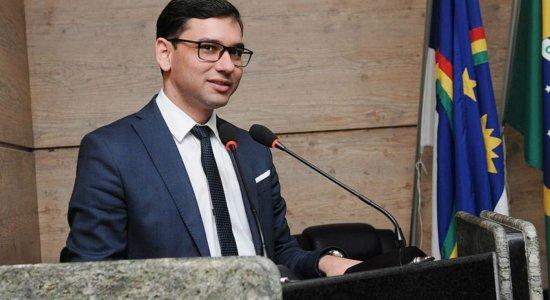 Alberes Lopes, que é secretário estadual, não poderá mais ser vereador, de acordo com a decisão