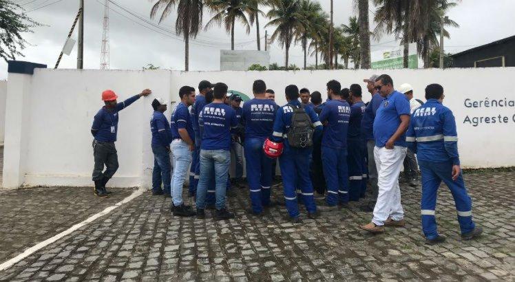 Funcionários da empresa Real Energy protestam por direitos trabalhistas