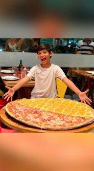Na pizza de um metro, cliente pode escolher entre vários sabores
