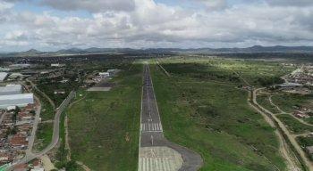 Pista do Aeroporto Oscar Laranjeira, em Caruaru, que ainda não opera com voos comerciais e não funciona à noite