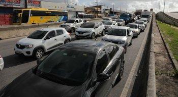 Congestionamento na BR-101, em Prazeres
