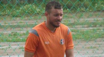 Marcelo Mattos foi titular do Santa Cruz na partida contra o Ferroviário-CE.