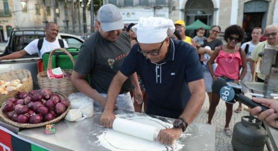 Ciro vai até o Centro do Recife preparar uma pizza