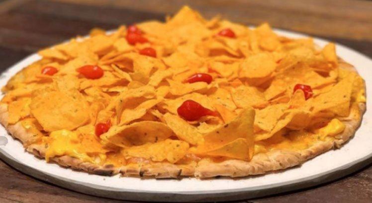 Pizza de Doritos é feita com cheddar e pimenta biquinho
