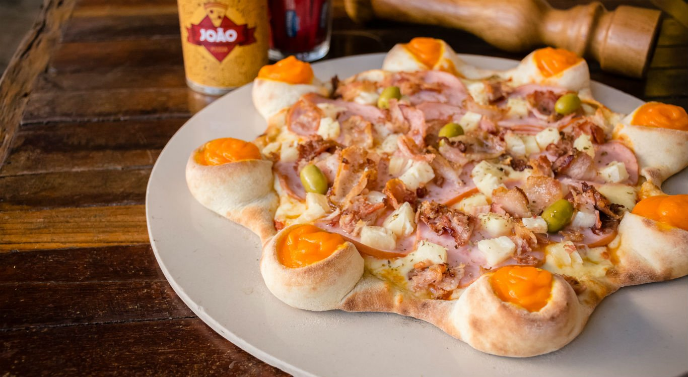 Pizza Vulcão tem borda de queijo