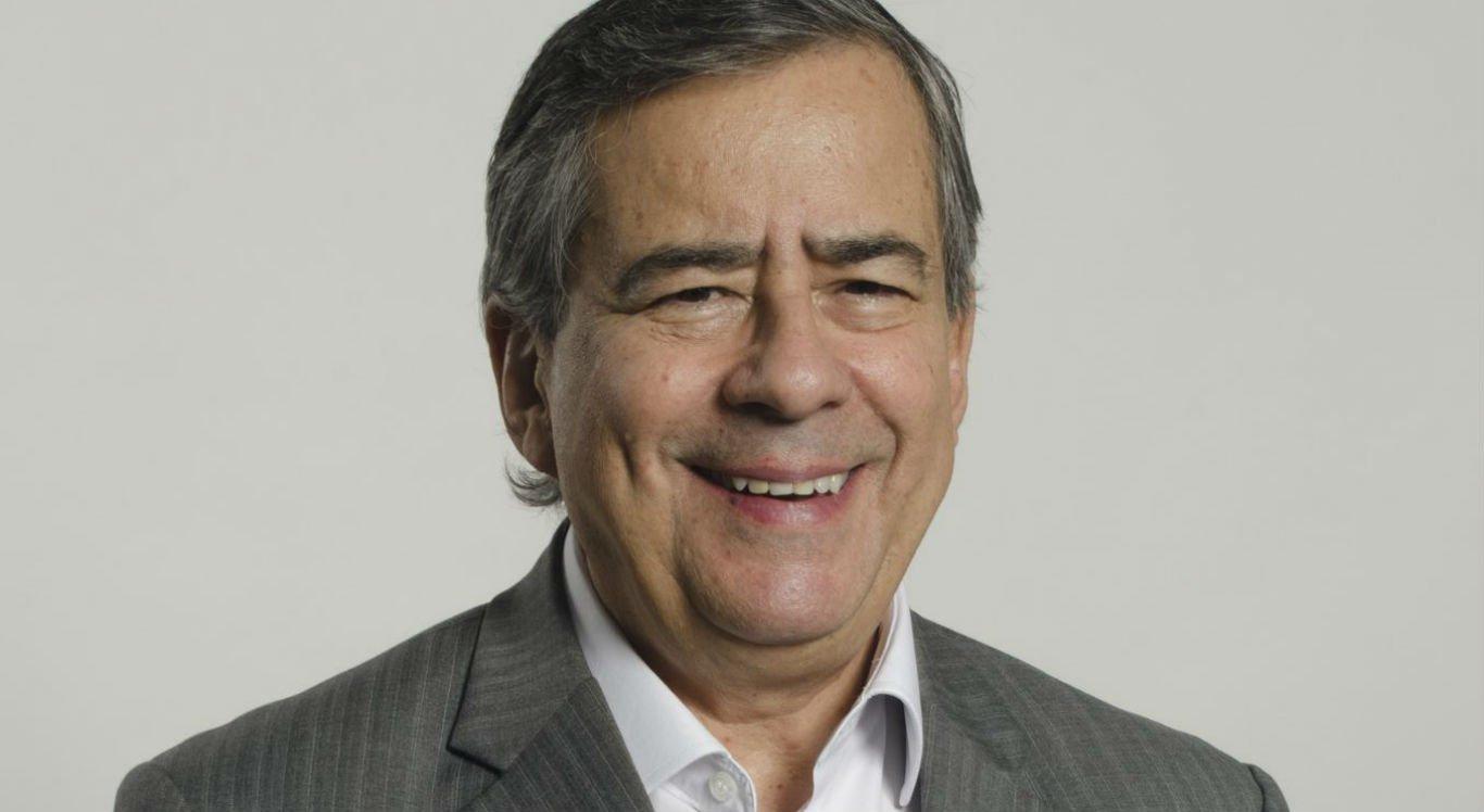 Amigos e admiradores se despedem de Paulo Henrique Amorim