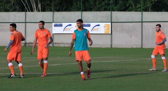 Santa Cruz: Augusto treina e pode ser titular contra Botafogo-PB