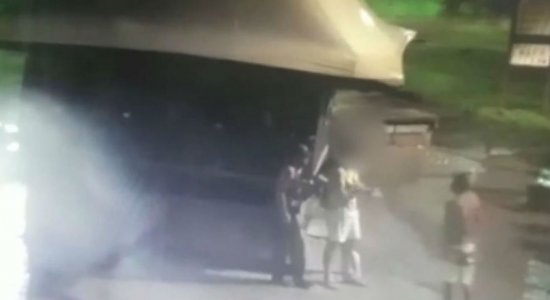 Vídeo: dupla assalta homens na Avenida Boa Viagem e são presos