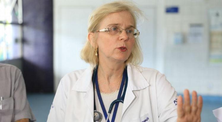 A doutora Fátima Buarque explicou que a vítima entrou na unidade consciente mas que foi entubada após apresentar um quadro de insuficiência respiratória