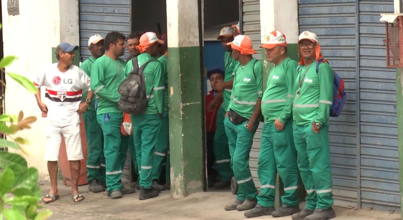 Profissionais de limpeza de Caruaru cruzaram os braços