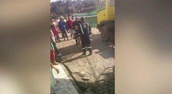 Antônio Alves da Silva estava descarregando uma carga de areia