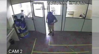 Câmera de segurança registrou suspeitos