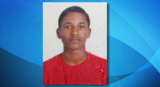 Jovem de 20 anos é morto a tiros dentro de casa no Cabo