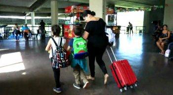Durante as férias escolares, muita gente decide viajar com a criançada