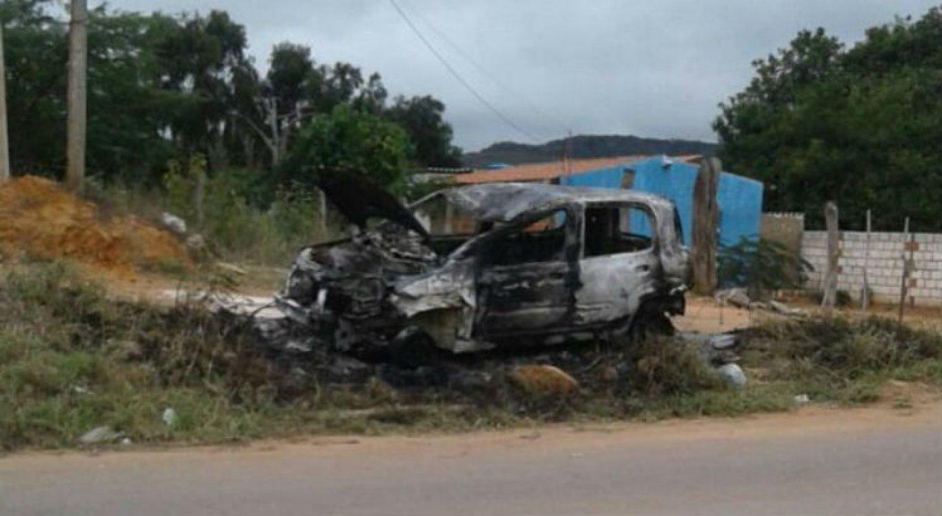 Carro foi incendiado por populares após o atropelamento