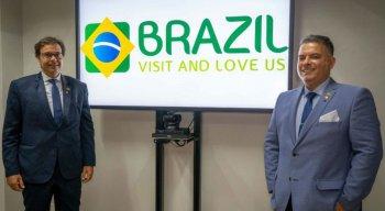 Gilson Machado Neto, presidente da Embratur, e Osvaldo Matos de Melo Júnior (direita), diretor de Marketing