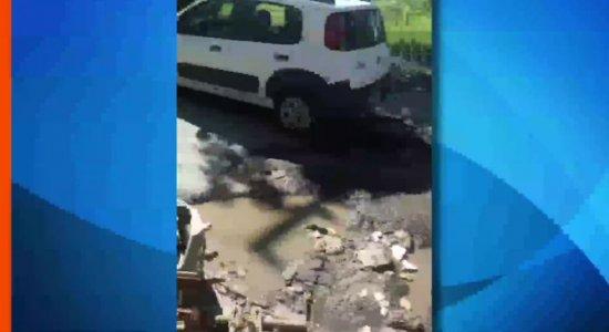 Denúncia: Buracos na estrada de Curcurana, em Jaboatão dos Guararapes
