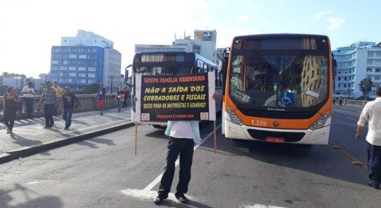 Rodoviários protestam no Centro do Recife