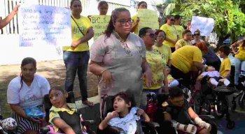 Mães fazem protesto contra corte do benefício