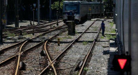 Após dias de paralisação, Linha Centro do Metrô volta a funcionar
