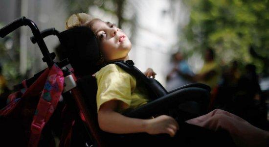 Crianças com microcefalia e outras doenças raras têm benefício cortado