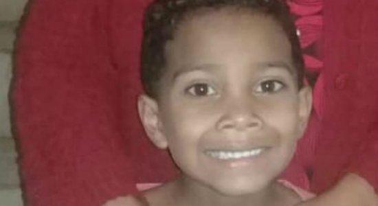 Suspeitos de matar menino de 8 anos são flagrados estuprando mulher