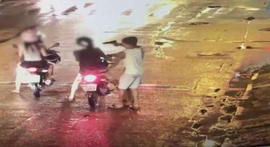 Vídeo: estudante tem moto roubada em avenida do Recife