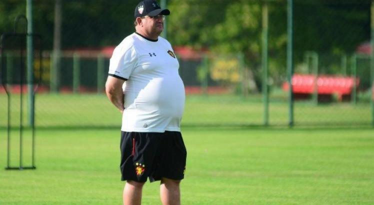 Sem Ezequiel, Guto Ferreira esboça Sport com quatro alterações
