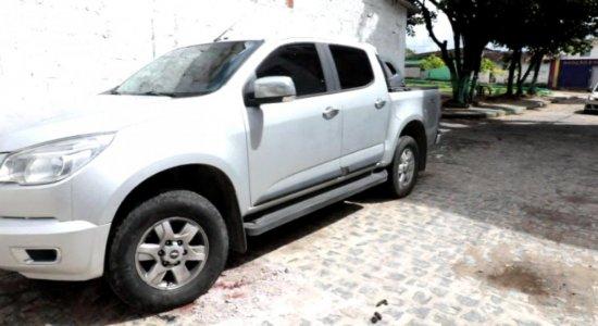Policial reage a assalto, mata suspeito e deixa outro ferido no Ibura
