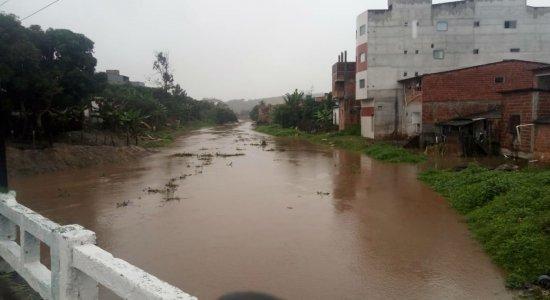 Chuvas causam alagamentos e deixam desalojados na Zona da Mata Sul
