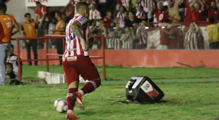 Rafael Oliveira decide e o Náutico entra no G-4 ao vencer o Treze-PB