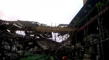 Estrutura já estava em obras e por conta das chuvas e ventos fortes acabou caindo