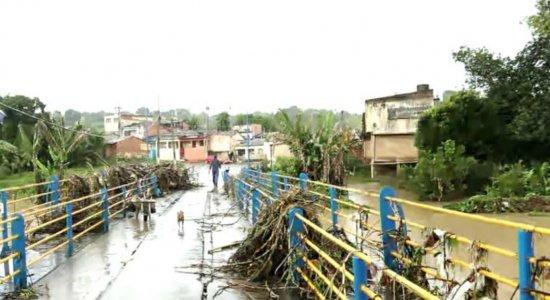 Chuvas: desalojados começam a voltar para casa em Barreiros