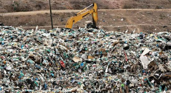 Fiscalização encontra 30 crianças morando no lixão de Floresta