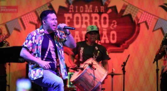 Cantor Almir Rouche é internado em hospital no Recife